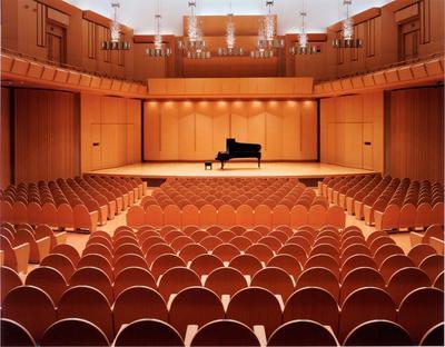 舞台正面ピアノS.jpg
